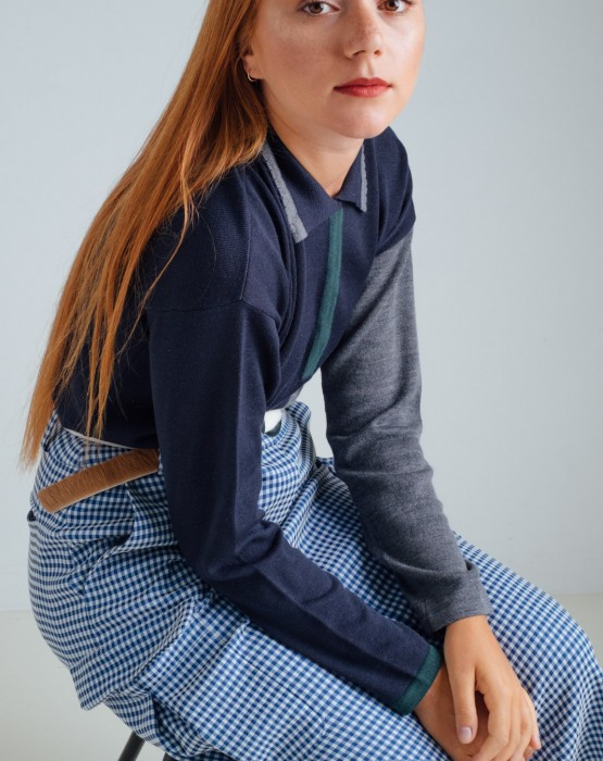 BLUE SWEATER WITH COLLAR