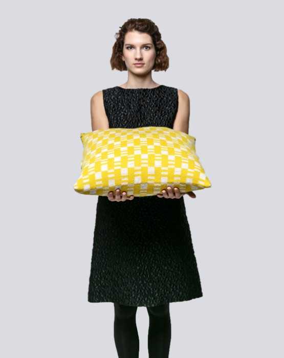 JACQUARD KNITTED CUSHION 1